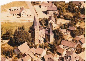 Bild Kirche und Dorf ca. 1965